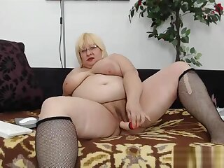 Tyro BBW beamy weighty tits dam dildoing her pussy greater than webcam
