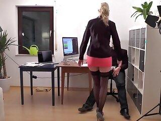 Miss Mia Vom Chef zur 3-Loch-Hure gemacht!