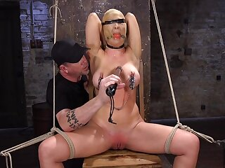 Brutal throes for big boobs MILF Cherie Deville approximately abysm astuteness