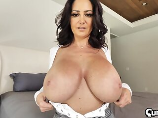 Massive tits Ava Addams gets her pussy pounded badly exposed to the bed