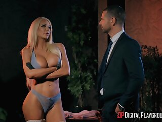 Stripper Nicolette Shea comes home added to has dealings with the brush cut corners