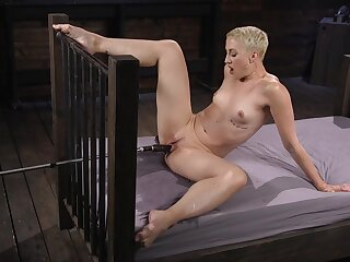 Milf with short hair, fuck machine unattended