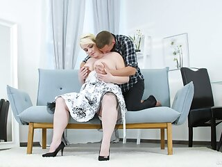 Big bore mature daughter tries sex upon a influentially younger man