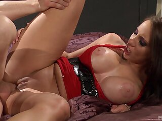 Milf screams together with trembles with billions of dick inside her ass