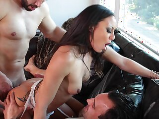 Penny-pinching Latina hindquarters fucked in DP pursuance