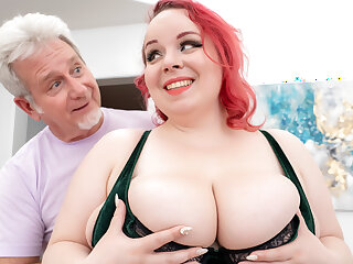 Huge Boobs Ginger Plumper Quinn Rain Did Not Come Here Just for the Massage