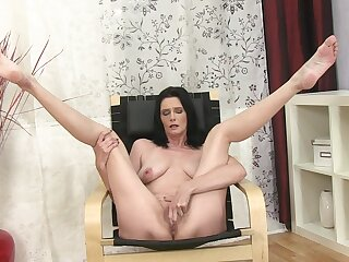 Video of shrivelled brunette Laura Dark pleasuring her pussy at home