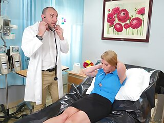 Doctor pleases grown-up woman connected with the big dick in her cunt
