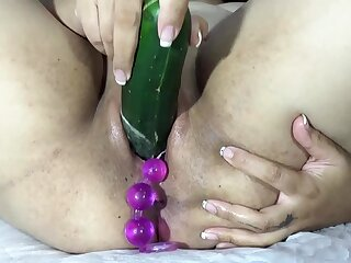 Playing to fuck cervix close to big balls, carrot and dildo