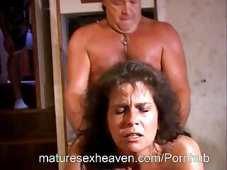 Mature mom Traci screwed in amateur video