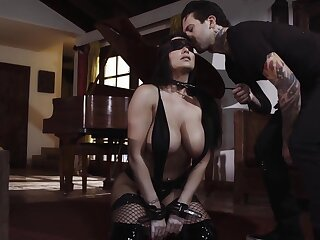 Submissive busty milf Romi Rain does everything the brush man desires