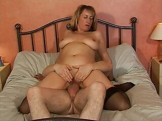 Horny MILF Naomi gets talked into bouncing on a stiff pecker